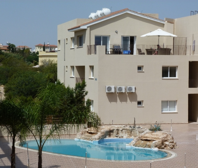 Superb apartment in paralimni south east cyprus for Apartment balcony floor covering